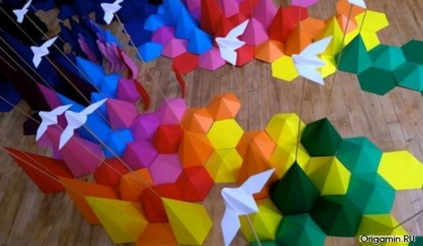 Инсталляция горной цепи оригами