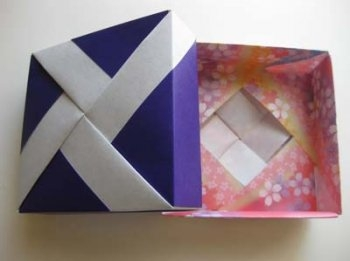 Бумажная коробочка с плетеным дизайном